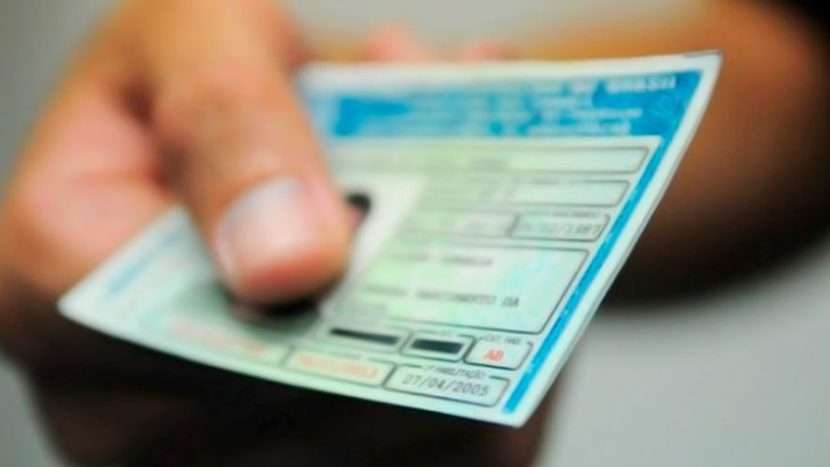 Câmara aprova projeto que amplia para 10 anos validade de carteira de motorista