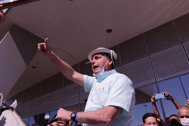 Bolsonaro volta a ser espécime reconhecível em Brasília