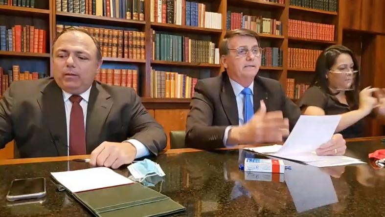 """Bolsonaro elogia Pazuello: """"Vem dando certo até o momento"""""""