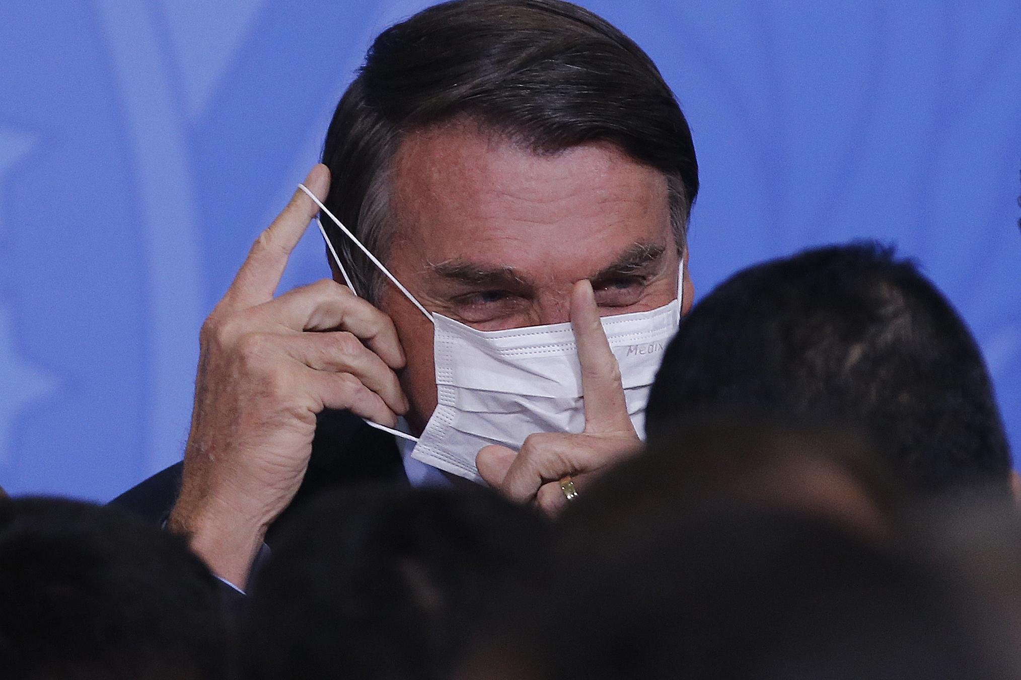 """""""Não pegou ainda? Vai pegar, vai pegar"""", diz Bolsonaro, sobre Covid-19"""