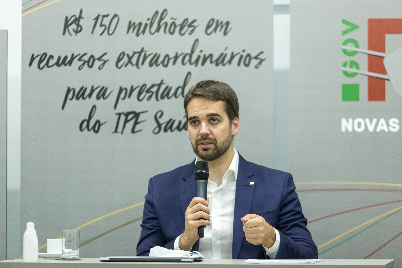 Eduardo Leite entra na 'rinha de vacinas' e fala em imunizar RS até 20 de setembro