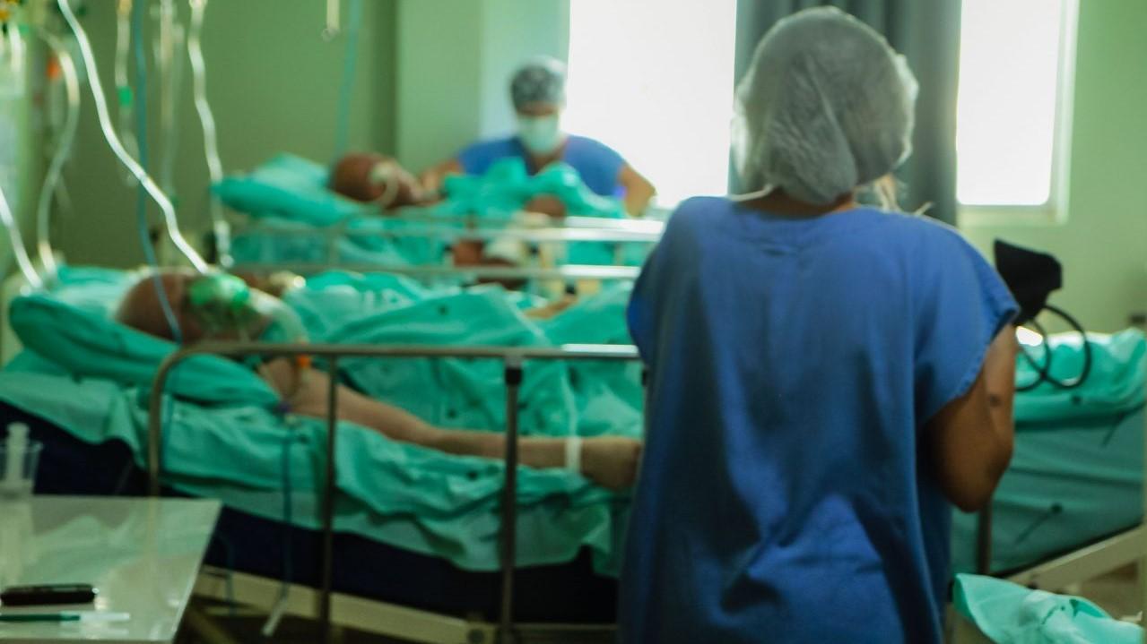 Covid: Brasil registra 2.037 mortes em 24 horas, diz Conass