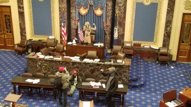 [Imagem: Invasao-Senado-americano-628x353.jpg]