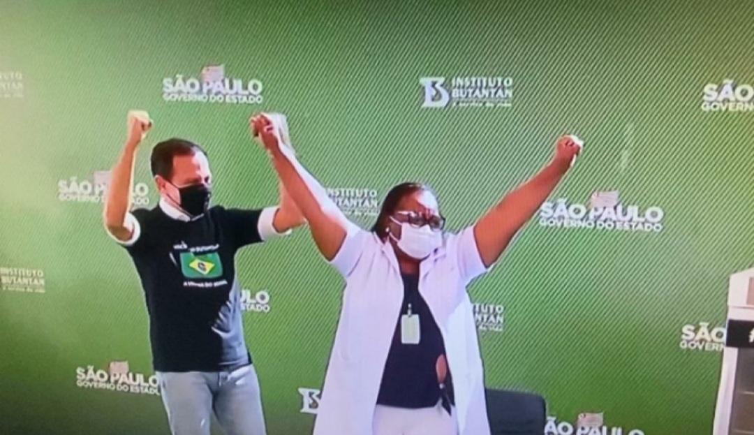 Preta, Mulher e Enfermeira: A Primeira Vacinada do Brasil