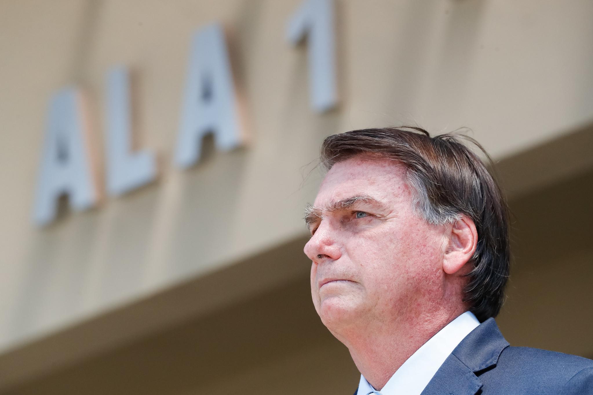 Bolsonaro contradiz governador do AM e alega que governo não foi informado de falta de oxigênio