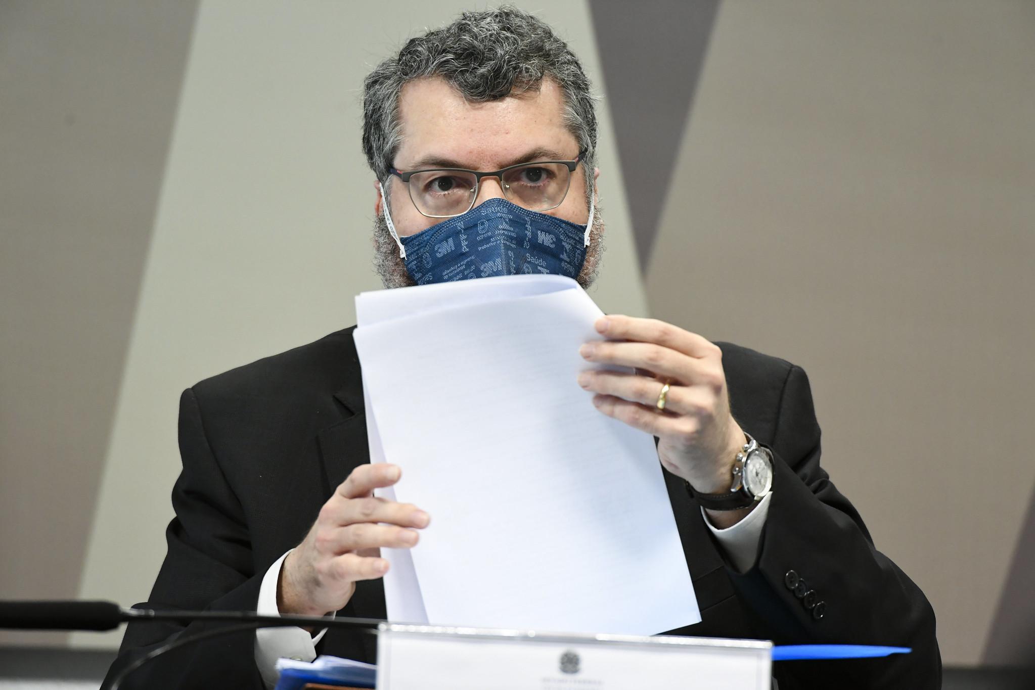 CPI da Covid aprova quebra de sigilos de Ernesto Araújo