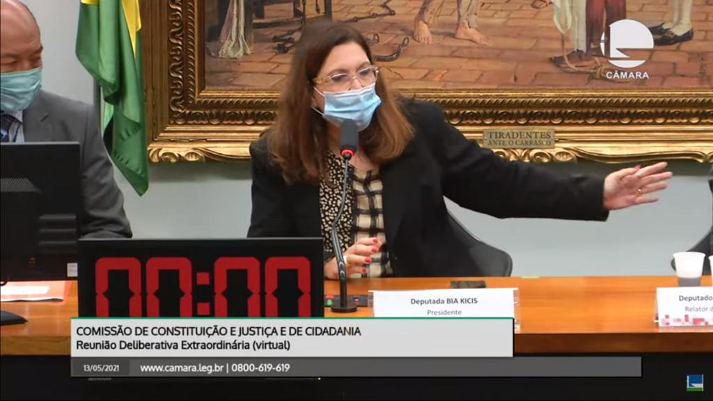 CCJ adia discussão da reforma administrativa
