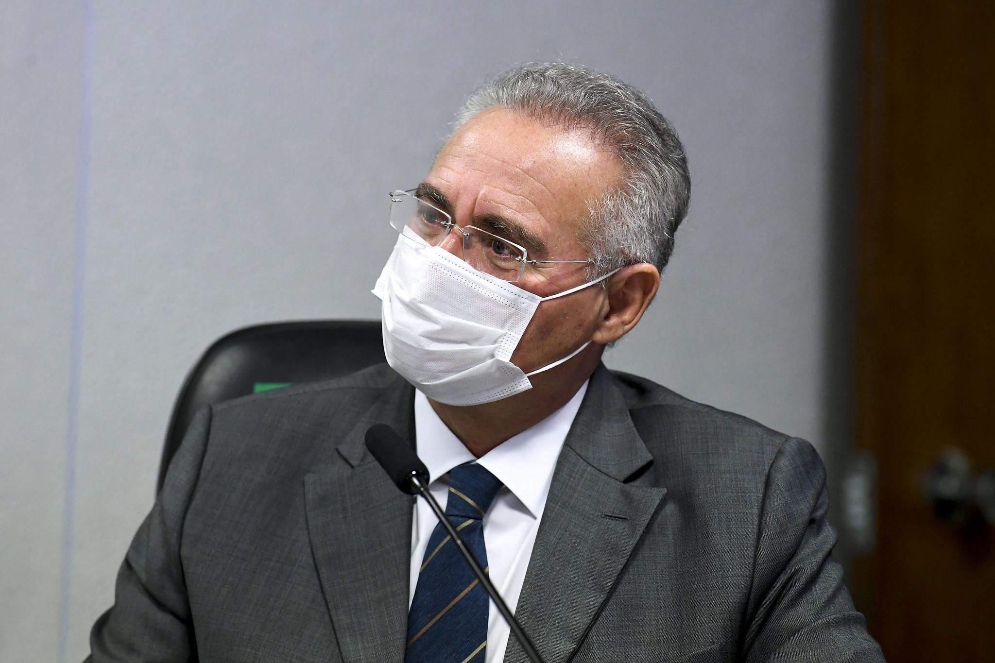 Renan quer cópia de processos do MPF que tenham Pazuello como alvo