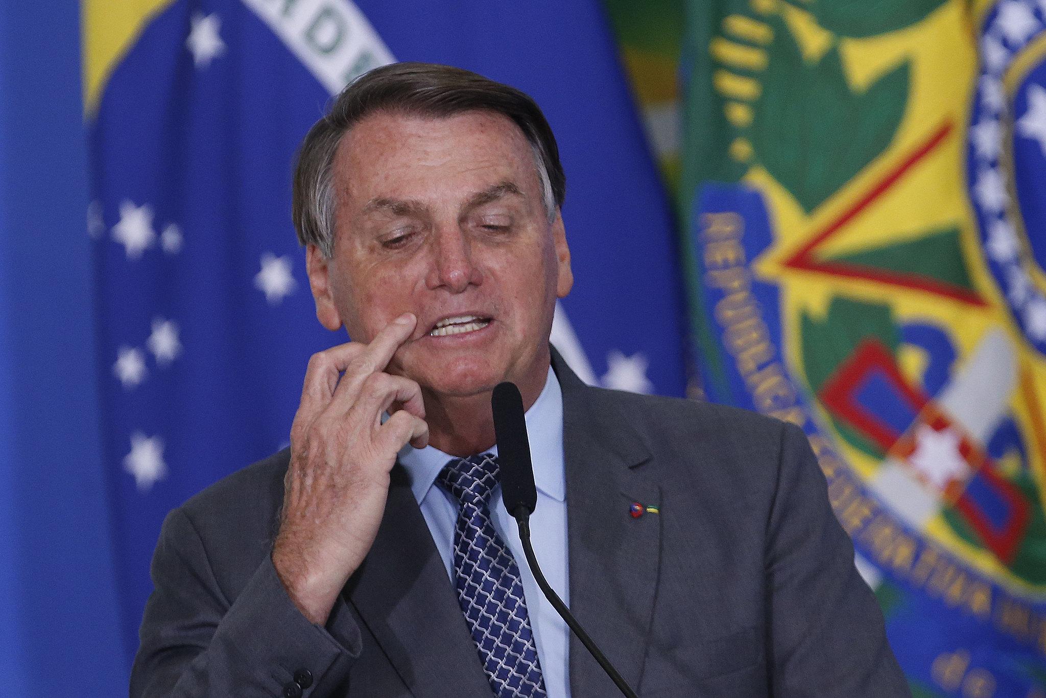 Bolsonaro afunda na pesquisa da XP