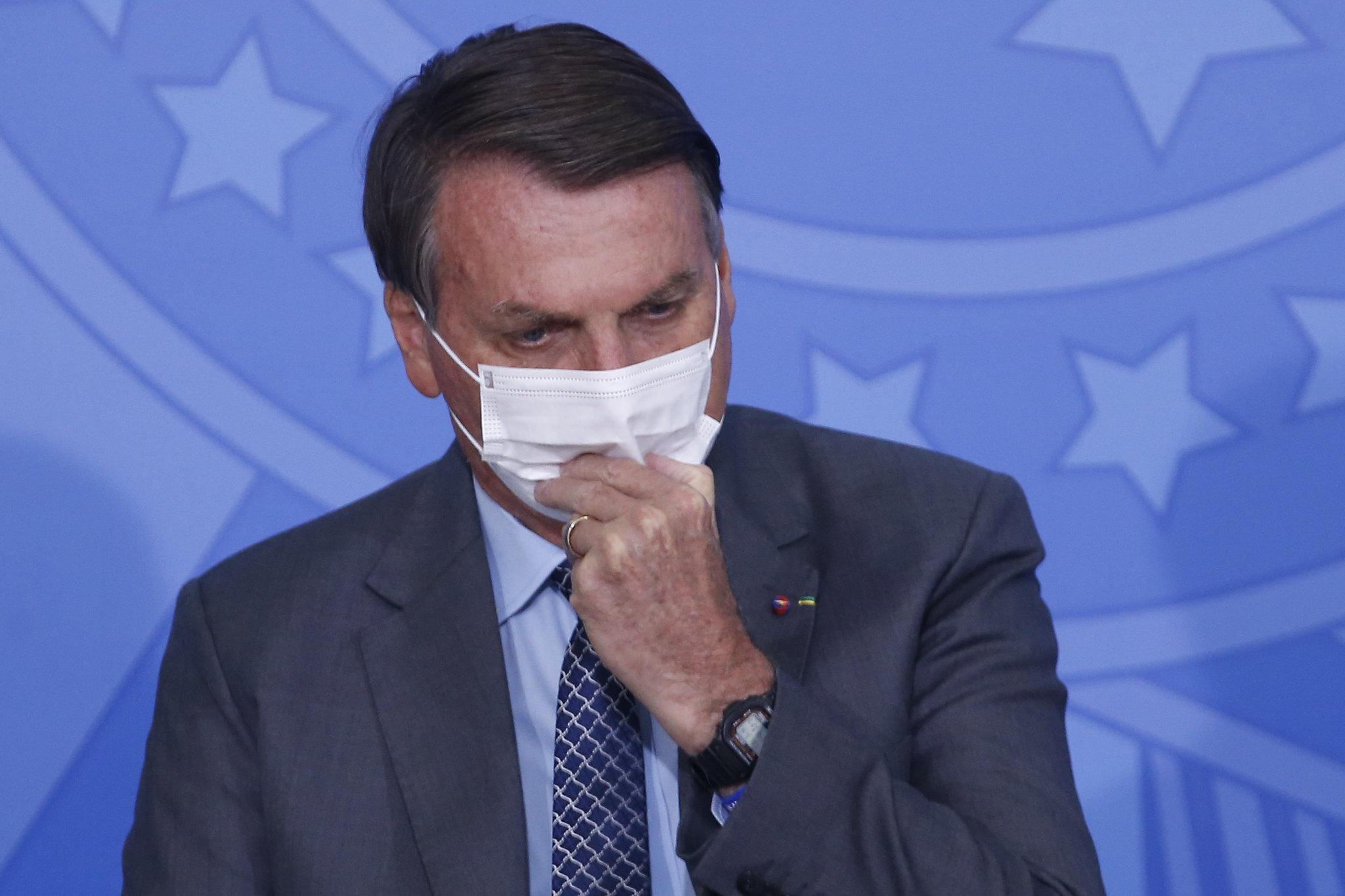 Após ignorar e-mails da Pfizer, Bolsonaro pede antecipação de doses