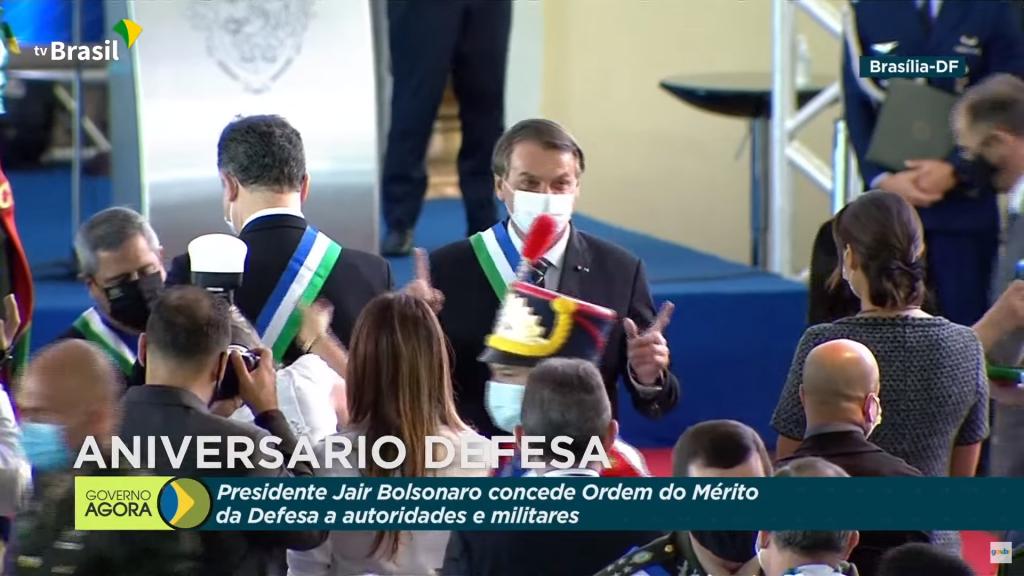 Bolsonaro condecora Lira e Pacheco